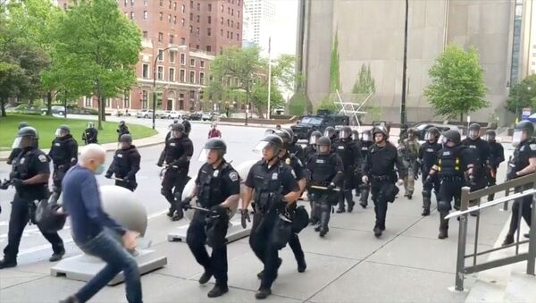 An elderly man falls after appearing to be shoved by riot police during a protest against the death in Minneapolis police custody of George Floyd, in Buffalo, New York, U.S. June 4, 2020 in this still image taken from video - Sputnik International
