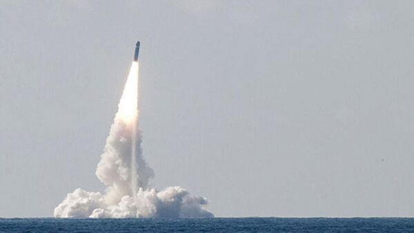 Test launch of a French M51 submarine-launched ballistic missile (SLBM), capable of carrying up to 10 nuclear warheads - Sputnik International