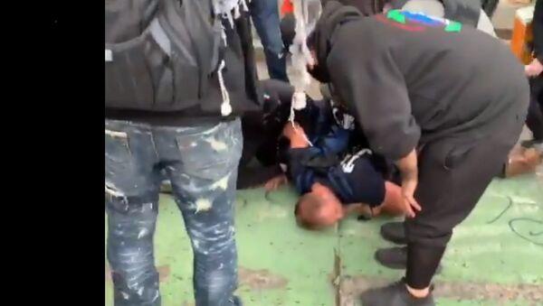 Protesters hold down a preacher in self-declared Autonomous Zone - Sputnik International