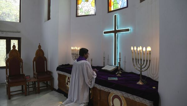 Indian protestant priest offers special prayers on Easter at Lutheran Church in Hyderabad, India, Sunday, April 12, 2020 - Sputnik International