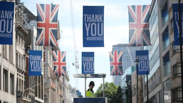 A police officer looks at shoppers at Oxford Street, amid the spread of the coronavirus disease (COVID-19) in London, Britain June 15, 2020.  - Sputnik International