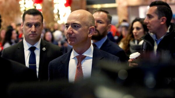 Jeff Bezos, founder, chairman, and chief executive officer of Amazon.com enters Trump Tower ahead of a meeting of technology leaders with President-elect Donald Trump in Manhattan, New York City, U.S., December 14, 2016.  - Sputnik International