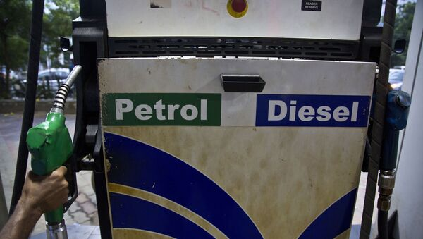 A man prepares to fill his tank with fuel at a petrol pump in Gauhati, India on Sunday, 22 September 2019. Fuel prices have increased in the past six days after attacks on key oil facilities in Saudi Arabia. - Sputnik International