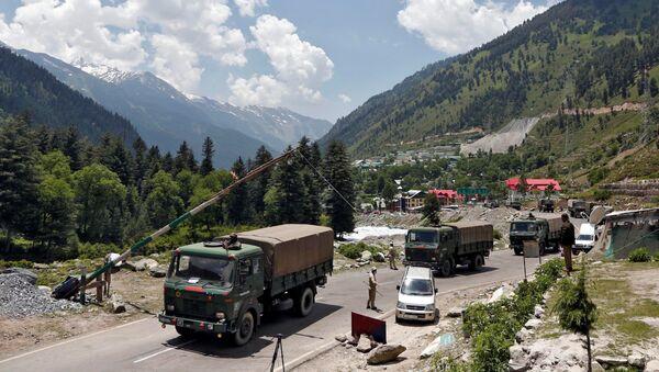Indian army trucks move along a highway leading to Ladakh, at Gagangeer in Kashmir's Ganderbal district June 17, 2020 - Sputnik International