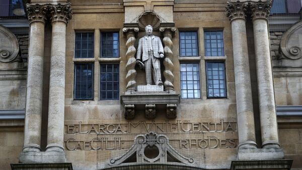 A statue of British colonialist Cecil Rhodes is seen on the side of Oriel College in Oxford, following the death of George Floyd who died in police custody in Minneapolis, Oxford, Britain, June 9, 2020. - Sputnik International