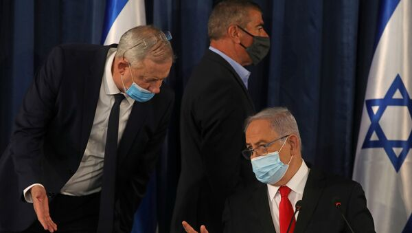 Israeli Prime Minister Benjamin Netanyahu speaks with Alternate Prime Minister and Defence Minister Benny Gantz, as they both wear a protective mask due to the ongoing coronavirus disease (COVID-19) pandemic, during the weekly cabinet meeting in Jerusalem June 7, 2020. - Sputnik International