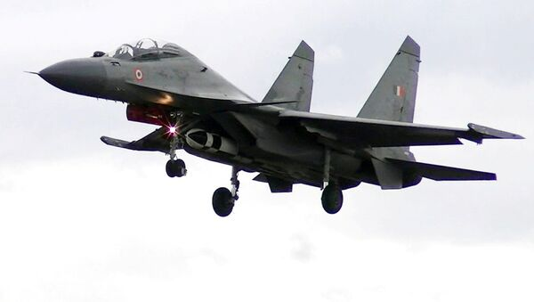 This handout photograph released by the Indian Air Force on May 22, 2019 and taken at an undisclosed location in 2017 shows a Sukhoi Su-30MKI fighter aircraft carrying a BrahMos air to surface cruise missile - Sputnik International