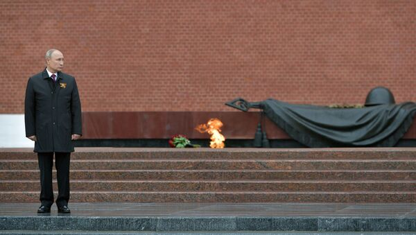 Russian President Vladimir Putin on the ceremony of laying flowers on the Unknown Soldier's Grave, Alexander Garden, 9 May 2020 - Sputnik International