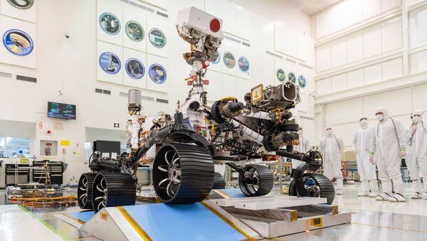 In a clean room at NASA's Jet Propulsion Laboratory in Pasadena, California, engineers observe the first driving test for NASA's Mars 2020 rover (Perseverance) on 17 December 2019. - Sputnik International