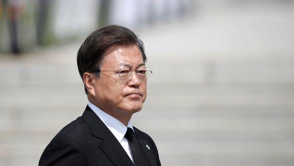 South Korean President Moon Jae-in arrives for a Memorial Day ceremony at the national cemetery in Daejeon, South Korea, June 6, 2020 - Sputnik International