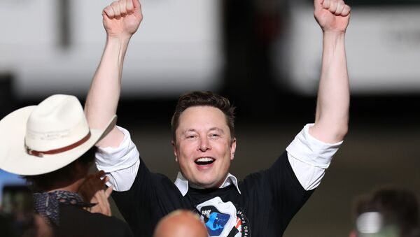 Spacex founder Elon Musk celebrates after the successful launch of the SpaceX Falcon 9 rocket with the manned Crew Dragon spacecraft at the Kennedy Space Center on May 30, 2020 in Cape Canaveral, Florida. - Sputnik International
