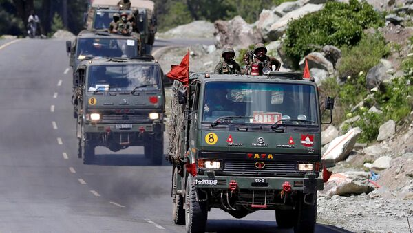 An Indian Army convoy moves along a highway leading to Ladakh, at Gagangeer in Kashmir's Ganderbal district June 18, 2020.  - Sputnik International