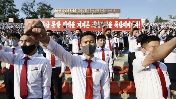 North Korea's youth and students wearing protective face masks hold an outdoor rally in protest of the leaflets launched by defectors in South Korea that condemned the Kim Jong Un's regime in Pyongyang, North Korea, in this photo taken June 6, 2020 and released by Kyodo on June 7, 2020. - Sputnik International
