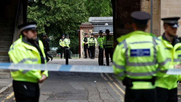 Police officers stand behind the cordon at the scene of multiple stabbings in Reading, Britain, June 21, 2020. - Sputnik International