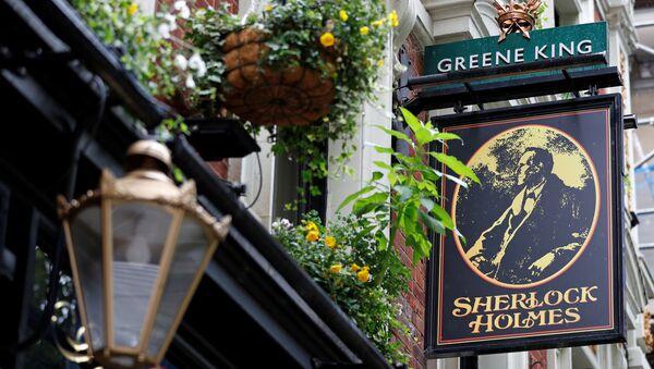 The Greene King logo is seen outside the Sherlock Holmes Pub, in London, Britain, June 18, 2020. REUTERS/Peter Nicholls - Sputnik International