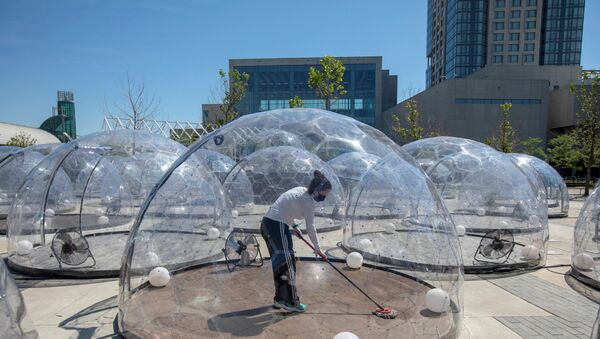 An employee cleans the dome before an outdoor yoga class by LMNTS Outdoor Studio, in a dome to facilitate social distancing and proper protocols to prevent the spread of coronavirus disease (COVID-19), in Toronto, Ontario, Canada June 21, 2020. - Sputnik International