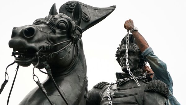 Protestors try to pull down statue of U.S. President Andrew Jackson in front of the White House in Washington - Sputnik International