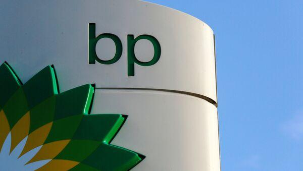A BP logo at a petrol station in London, Britain January 15, 2015 - Sputnik International