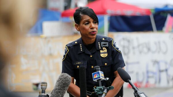 Seattle Police Chief Carmen Best holds a news conference inside the CHOP (Capitol Hill Organized Protest) area in front of the Seattle Police Department - East Precinct, hours after a fatal shooting as people occupy space in the aftermath of the death in Minneapolis police custody of George Floyd, in Seattle, Washington, U.S. June 29, 2020. - Sputnik International