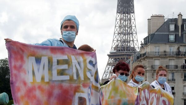 French health workers attend a protest in Paris as part of a nationwide day of actions to urge the government to improve wages and invest in public hospitals, in the wake of the coronavirus disease (COVID-19) crisis in France 16 June 2020 - Sputnik International