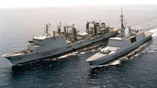 The French Lafayette-class stealth frigate Courbet, right, and supply ship Le Varsail in this undated but recent  photo. French Prime Minister Lionel Jospin said Wednesday, Oct. 3, 2001, that France has agreed to U.S. requests to open its airspace and offer its naval cooperation in the Indian ocean, mainly for logistic support and air protection - Sputnik International