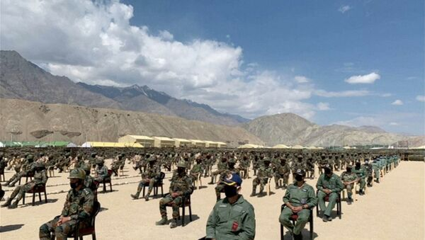 Soldiers await a visit by India's Prime Minister Narendra Modi in the Indian Himalayan desert region of Ladakh, 3 July 2020, in this still image taken from a video. - Sputnik International