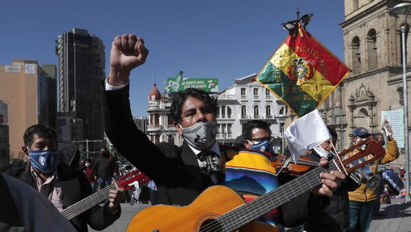 Musicians wearing face masks amid the new coronavirus pandemic march to protest against the government, in La Paz, Bolivia, Monday, June 8, 2020 - Sputnik International