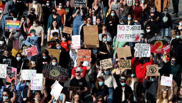 Protesters take part in a Black Lives Matter (BLM) rally in Australia - Sputnik International