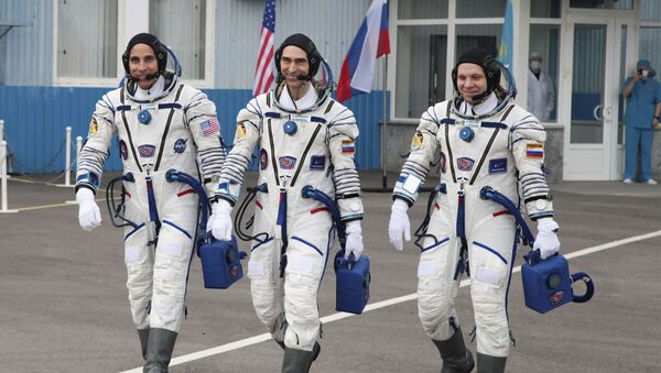 In this handout photo released by Roscosmos Space Agency Press Service U.S. astronaut Chris Cassidy, left, Russian cosmonauts Anatoly Ivanishin, centre, and Ivan Vagner, members of the main crew of the expedition to the International Space Station (ISS), walk prior the launch of Soyuz MS-16 space ship at the Russian leased Baikonur cosmodrome, Kazakhstan, Thursday, April 9, 2020.  - Sputnik International