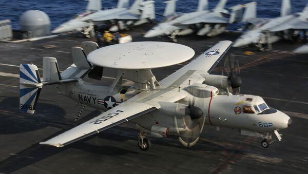 An E-2D Hawkeye lands aboard USS Abraham Lincoln (CVN 72). - Sputnik International