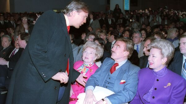 Donald Trump, left, talks with his parents, Mary and Fred and his sister, U.S. District Court Judge Maryanne Trump Barry, at the opening of Trump's Taj Mahal Casino Resort in Atlantic City, N.J., Thurs., April 5, 1990 - Sputnik International