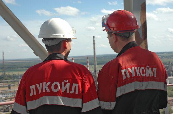 LUKoil predicts domestic production slowdown, slump - Sputnik International