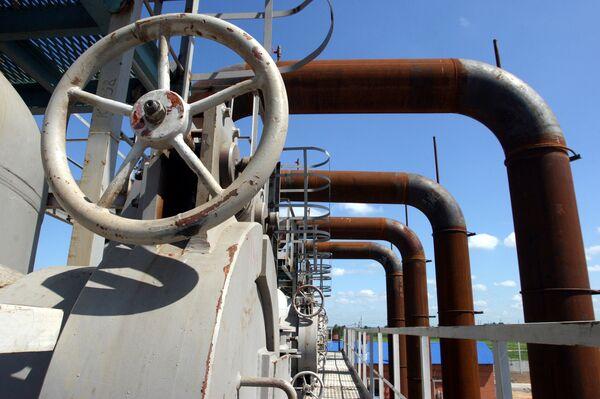 Gazprom predicts 50-58% hike in Ukrainian gas transit fees in 2010 - Sputnik International