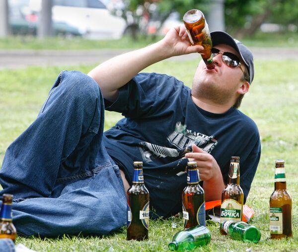 Распитие пива на улицах - Sputnik International