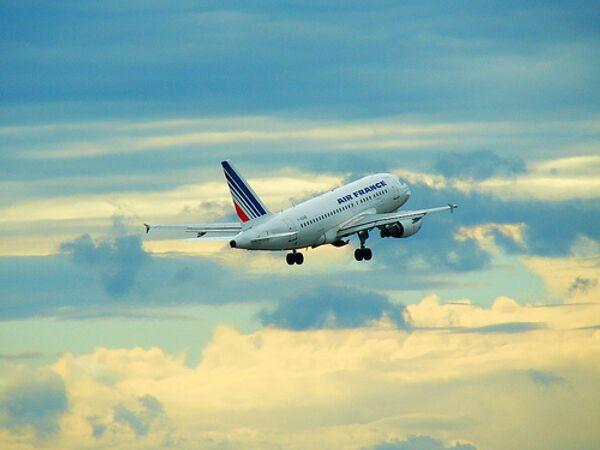 Searchers in Atlantic find 3 more bodies from Air France jet - Sputnik International