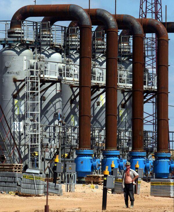 Iran proposes buying all Azeri gas produced at Caspian field  - Sputnik International