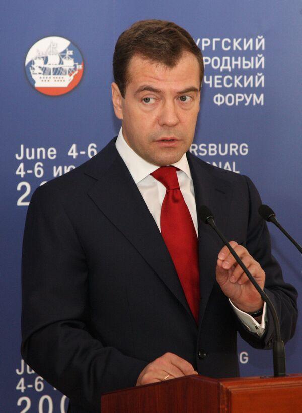 Russian President Dmitry Medvedev meets with international business leaders and bankers - Sputnik International