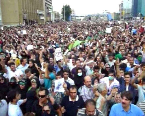 Iranian election protests turn bloody - Sputnik International