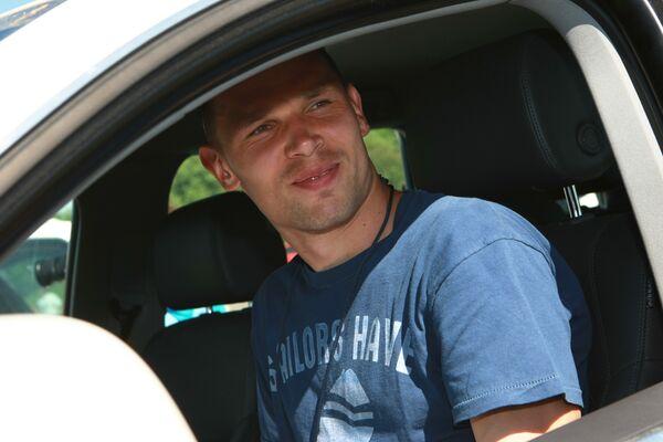 Russia's national football team player Sergei Ignashevich attends SUVs test drive - Sputnik International