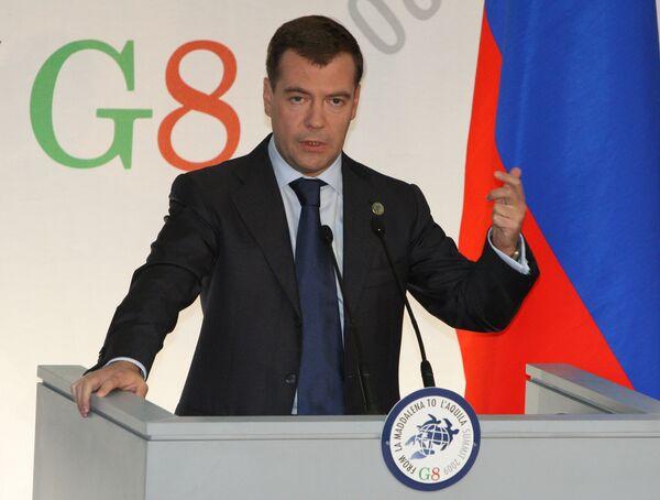 Russian President Dmitry Medvedev gives news conference at 2009 G8 summit - Sputnik International