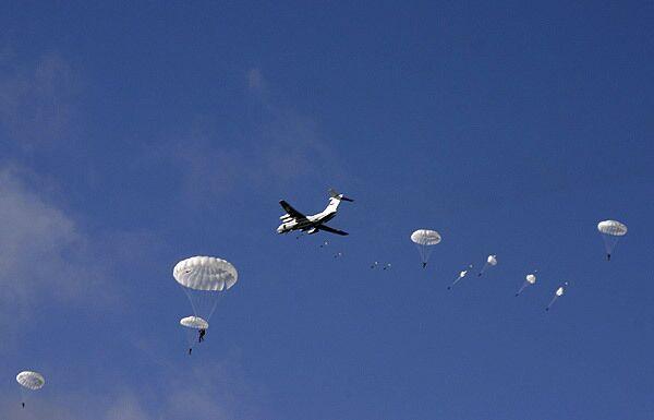 Russian paratroopers to get new weaponry - commander - Sputnik International