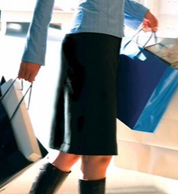 Shopaholic pensioner dies under pile of clothes - Sputnik International