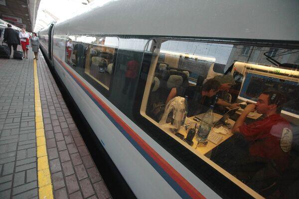 First demonstration ride on high-speed electric train Sapsan - Sputnik International