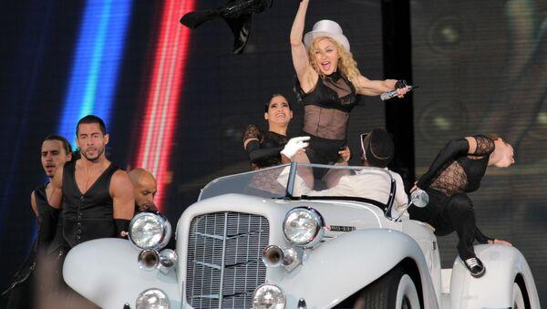 Madonna at concert on Palace Square, St Petersburg - Sputnik International