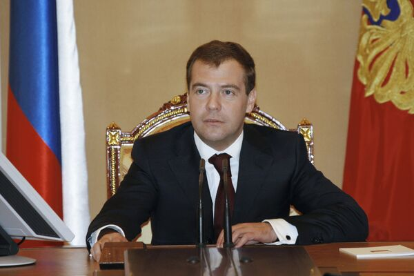 Russian President Dmitry Medvedev has told a first deputy prime minister to look into the situation concerning two merchant ships detained by China over debts - Sputnik International