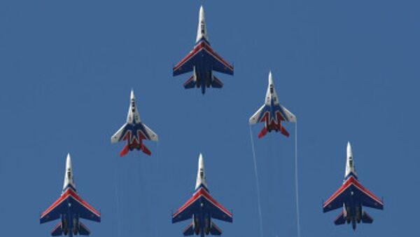 Russian Knights to perform at air show despite pilot's death - Sputnik International