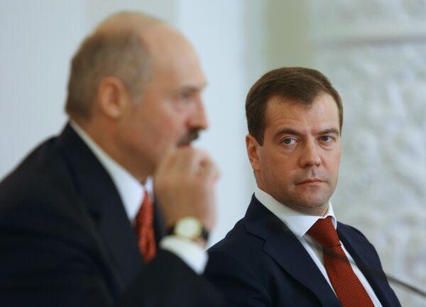 Russian President Dmitry Medvedev will meet with his Belarusian counterpart Alexander Lukashenko on Thursday in Sochi - Sputnik International