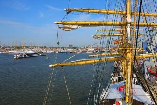 Российский барк «Крузенштерн» посетил голландский порт Дельфзейл   - Sputnik International