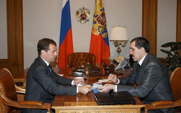Russian President Dmitry Medvedev meets with Ingush President Yunus-Bek Yevkurov - Sputnik International