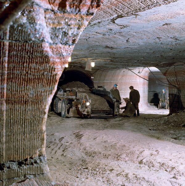 Chinese tin ore mine disaster kills 26  - Sputnik International